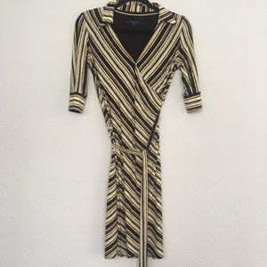 Laundry by Shelli Segal 60's inspired wrap dress